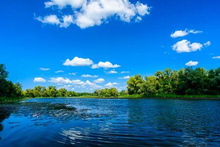 Photo pour Summer landscape with green trees and river - image libre de droit