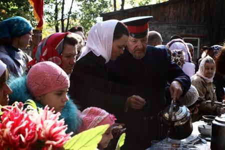LUGANSK - OCT 14  Don Cossack pours tea parishioners, celebration of the Protection of the Mother of God, Lugansk, Ukraine, October 14, 2012