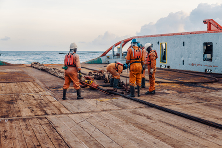 Photo pour Vessel crew preparing vessel for static tow tanker lifting - image libre de droit
