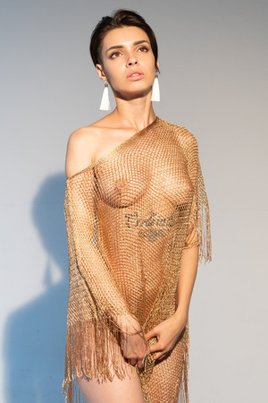 Foto de young beautiful girl posing in golden dress - Imagen libre de derechos