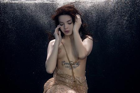 Foto de young beautiful girl posing nude - Imagen libre de derechos