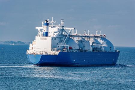Photo pour Liquefied natural gas (LNG) tanker is passing by Strait of Singapore. - image libre de droit