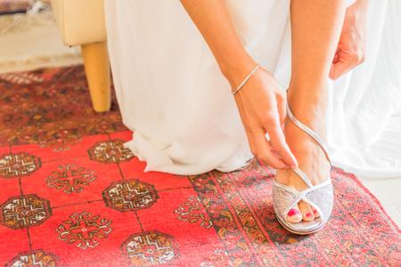 Foto de White wedding shoes for women - Imagen libre de derechos