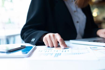 Foto de Businessman planning and analyse investment marketing data. - Imagen libre de derechos