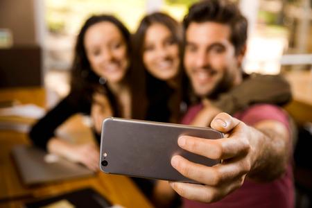 Foto de A pause on the studies to make a selfie - Imagen libre de derechos
