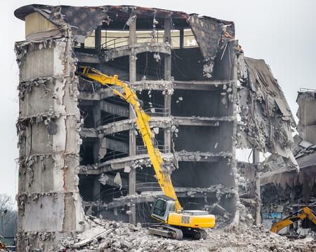 Foto de demolition of old industrial building - Imagen libre de derechos