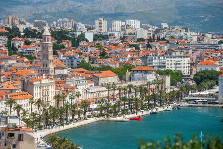Photo pour Old town of Split in Dalmatia, Croatia. Panoramic view of city center, palace of Roman emperor Diocletianus and cathedral. Popular tourist destination in Europe. - image libre de droit