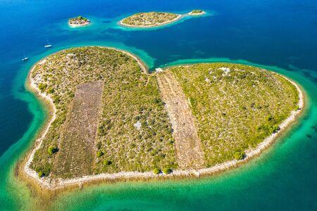 Photo pour Panoramic view of the amazing heart shaped island of Galesnjak near Zadar in Dalmatia, Croatia - image libre de droit