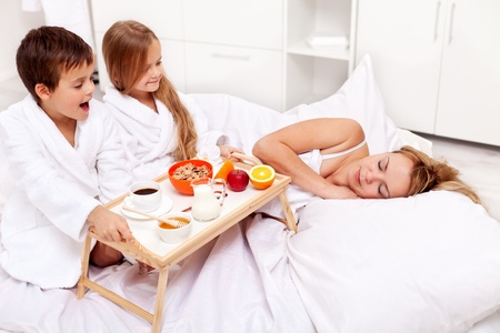 Wake up mommy - breakfast in bed for mom prepared by the kids