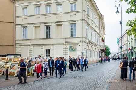 Photo pour VILNIUS, LITHUANIA - September 2, 2017: People are walking through a street in Old Town Vilnius, Lithuanian - image libre de droit