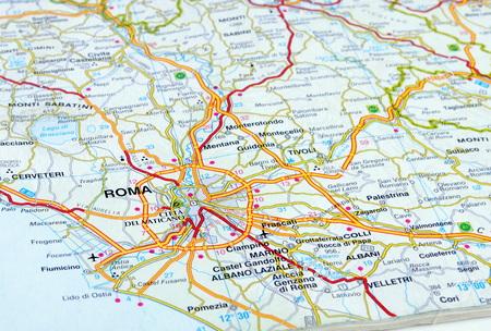 Photo pour close up of an italian road map showing Rome - image libre de droit