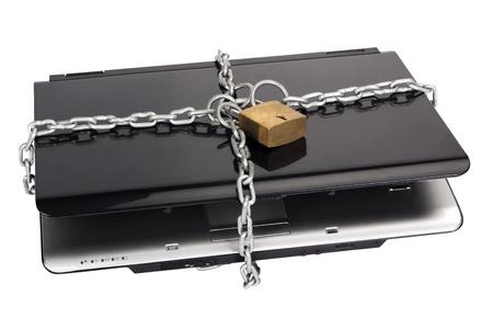 Photo pour Laptop tied with chain and a padlock - image libre de droit