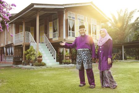 Photo pour Muslim couple standing outside their house - image libre de droit