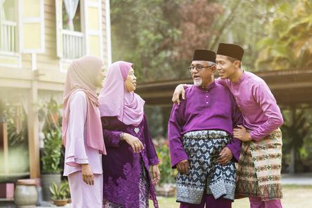 Foto de Muslim family standing outside their house - Imagen libre de derechos