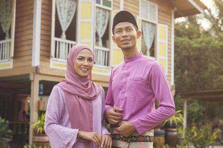 Photo pour Mid adult Muslim couple standing outdoors - image libre de droit