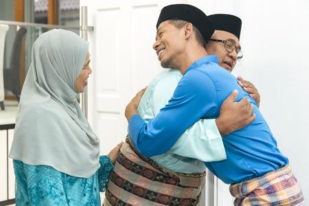 Foto de Muslim men greeting each other - Imagen libre de derechos
