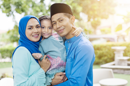 Photo pour Happy Muslim family - image libre de droit