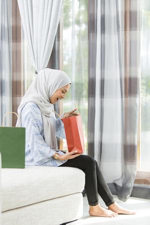 Photo pour Woman checking the gift bags - image libre de droit