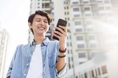 Photo pour Young man with a mobile phone - image libre de droit