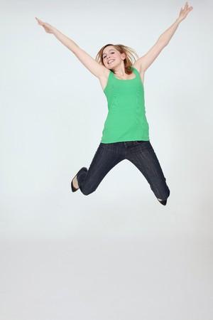 Photo pour Woman jumping in the air - image libre de droit