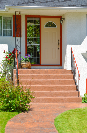 Photo pour Entrance of family house with doorsteps and pathway in front - image libre de droit