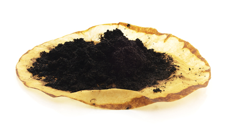Photo pour Isolated Pile of Brewed Ground Coffee Beans - image libre de droit