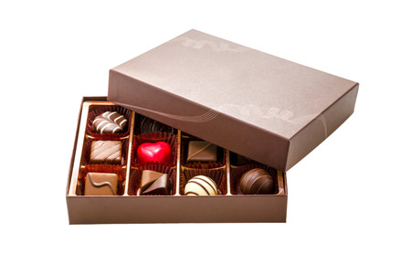 Photo pour Assorted chocolates in brown box, with lid half off - image libre de droit
