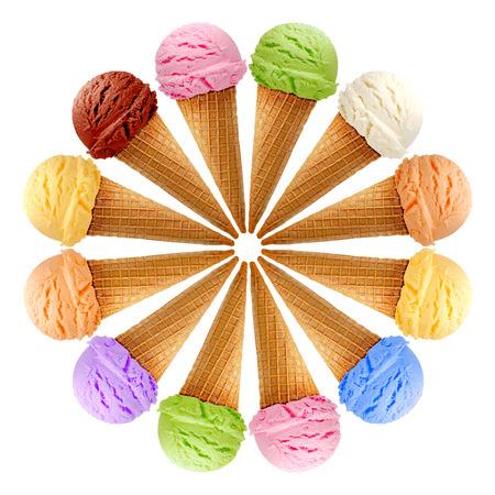 Photo pour Six ice creams in cones on white background - image libre de droit