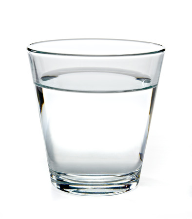 Photo pour Glass of water on white background. - image libre de droit