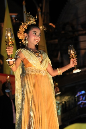 BANGKOK - DEC 5: Authentic Dressed Thai Girls Traditional
