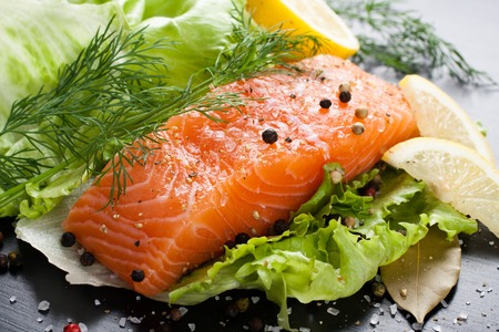 Photo pour Delicious salmon fillet, rich in omega 3 oil - image libre de droit