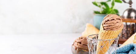 Foto de Delicious coffe ice cream for dessert - Imagen libre de derechos