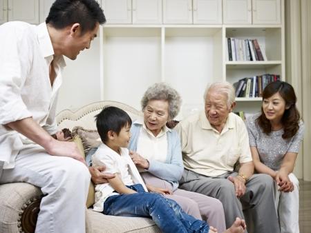 Photo pour three-generation asian family talking in living room  - image libre de droit