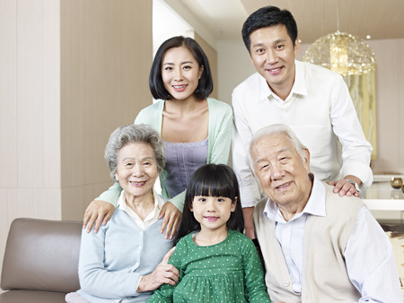 Photo pour home portrait of a three-generation asian family - image libre de droit