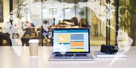 Photo pour e-commerce concept: travel online - image libre de droit