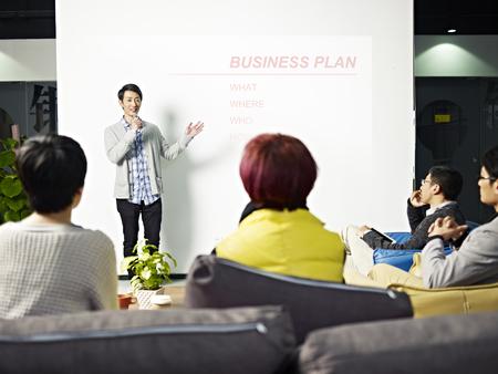 Photo pour young asian entrepreneur presenting business plan for new project. - image libre de droit
