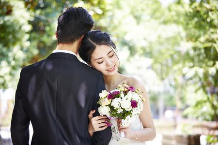 Foto de portrait of young asian bride and groom at wedding ceremony. - Imagen libre de derechos
