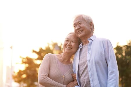 Foto de outdoor portrait of loving senior asian couple, happy and smiling - Imagen libre de derechos