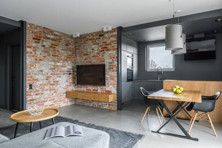 Modern Living Room With Open Dark Gray Kitchen Lizenzfreie