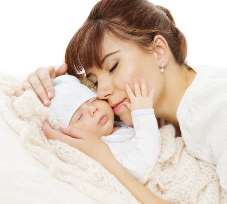 Photo pour Mother Newborn Baby Family Portrait, Mom with New Born Kid, Parent and Child Love Concept - image libre de droit
