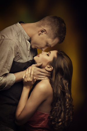 Photo pour Young Couple Kissing in Love, Woman Man Romantic Passion Desire, Intimate Emotions of Lovers - image libre de droit