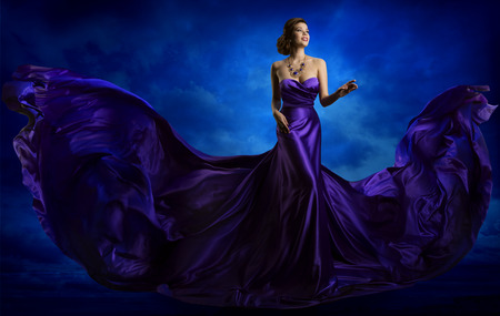 Photo pour Woman Fashion Dress, Blue Art Gown Flying Silk Fabric, Elegant Model in Waving Purple Cloth - image libre de droit