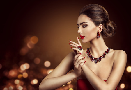 Photo pour Woman Hair Bun Hairstyle, Fashion Model Beauty Makeup and Red Jewelry, Beautiful Girl Side View - image libre de droit