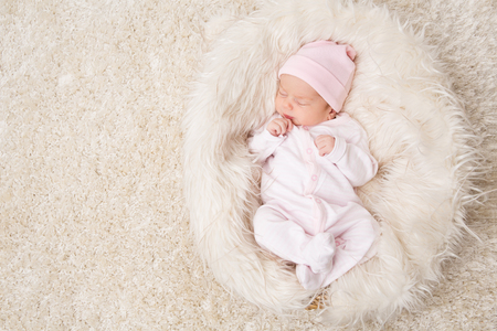 Foto de Sleeping New Born Baby, Newborn Kid Sleep on White Fur, Beautiful Infant Studio Portrait, One month old - Imagen libre de derechos