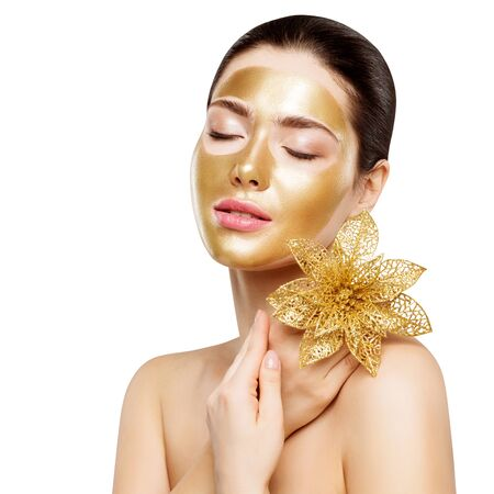 Photo pour Woman Gold Mask, Facial Skin Beauty Cosmetic, Beautiful Girl Luxury Spa and Relax - image libre de droit