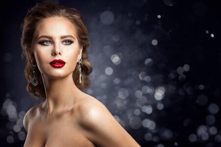 Photo pour Fashion Model Beauty Portrait, Elegant Beautiful Woman Evening Make up on night background - image libre de droit