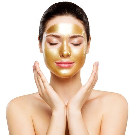 Photo pour Woman Gold Mask, Beautiful Model with Golden Skin Cosmetic, Beauty Skincare and Treatment - image libre de droit