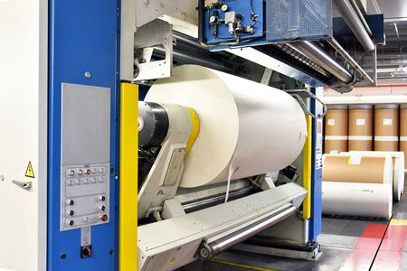 Photo pour modern offset printing machines in a large printing plant - modern equipment in an industrial company  - image libre de droit