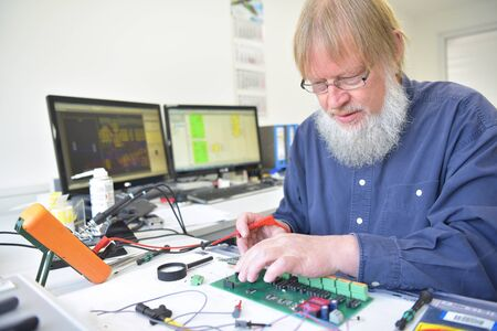 Photo pour engineer at the workplace - assembly and development of electronics in a modern factory - image libre de droit