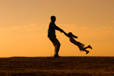 Photo pour Father and daughter enjoy spending time together outdoor. - image libre de droit